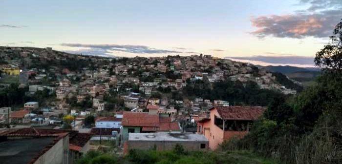 Alunos estudam Geografia conhecendo a realidade do bairro Gabiroba
