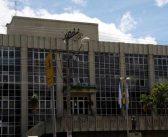 Pagamento dos servidores municipais sai nesta sexta-feira, mas não há previsão para o 13º, diz secretário. Sindicato protesta