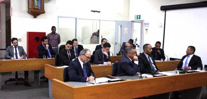 Câmara de Itabira extingue verba de gabinete, mas vereador sugere cortes também nas diárias de viagens